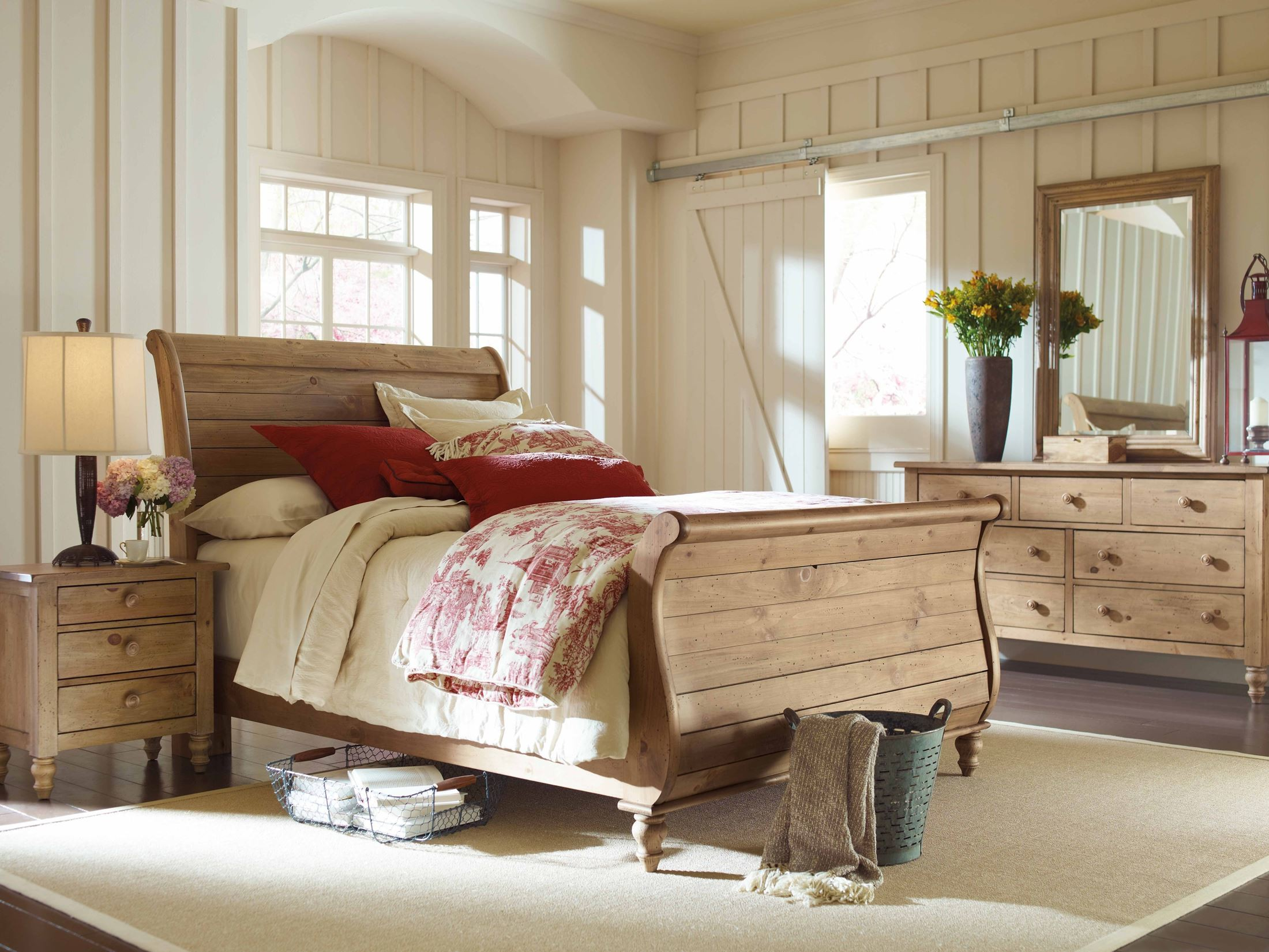 homecoming vintage pine queen sleigh bed from kincaid 33 150p coleman furniture. Black Bedroom Furniture Sets. Home Design Ideas