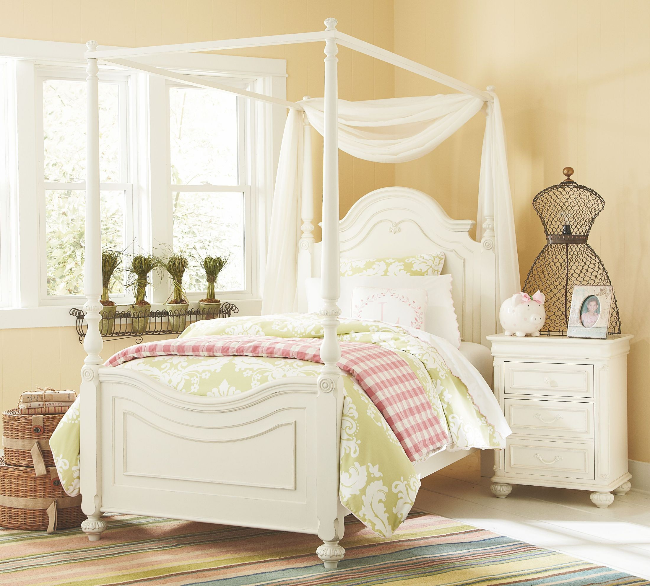 Charlotte youth low poster canopy kit bedroom set from for Poster bedroom sets