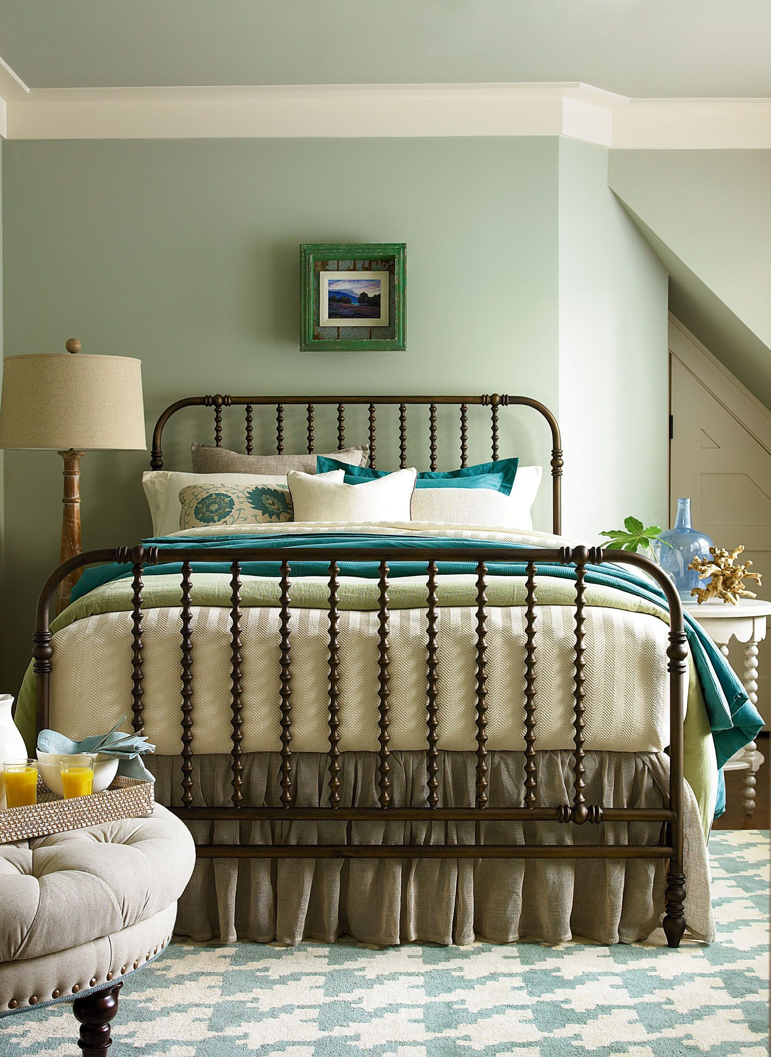 Riverhouse river bank the guest room king bed from for Guest room bed size