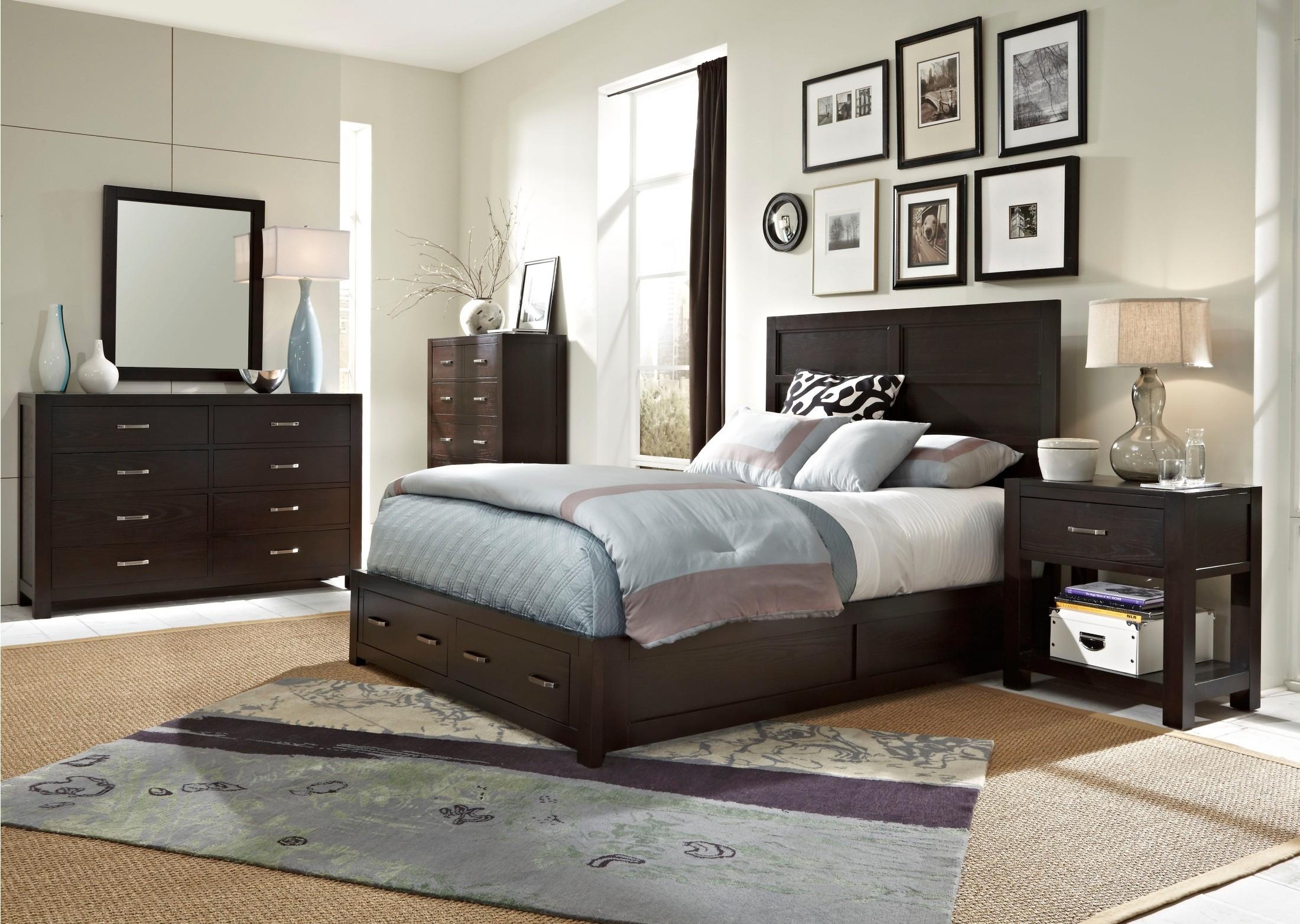 Primo Vista Panel Storage Bedroom Set from Broyhill 4453