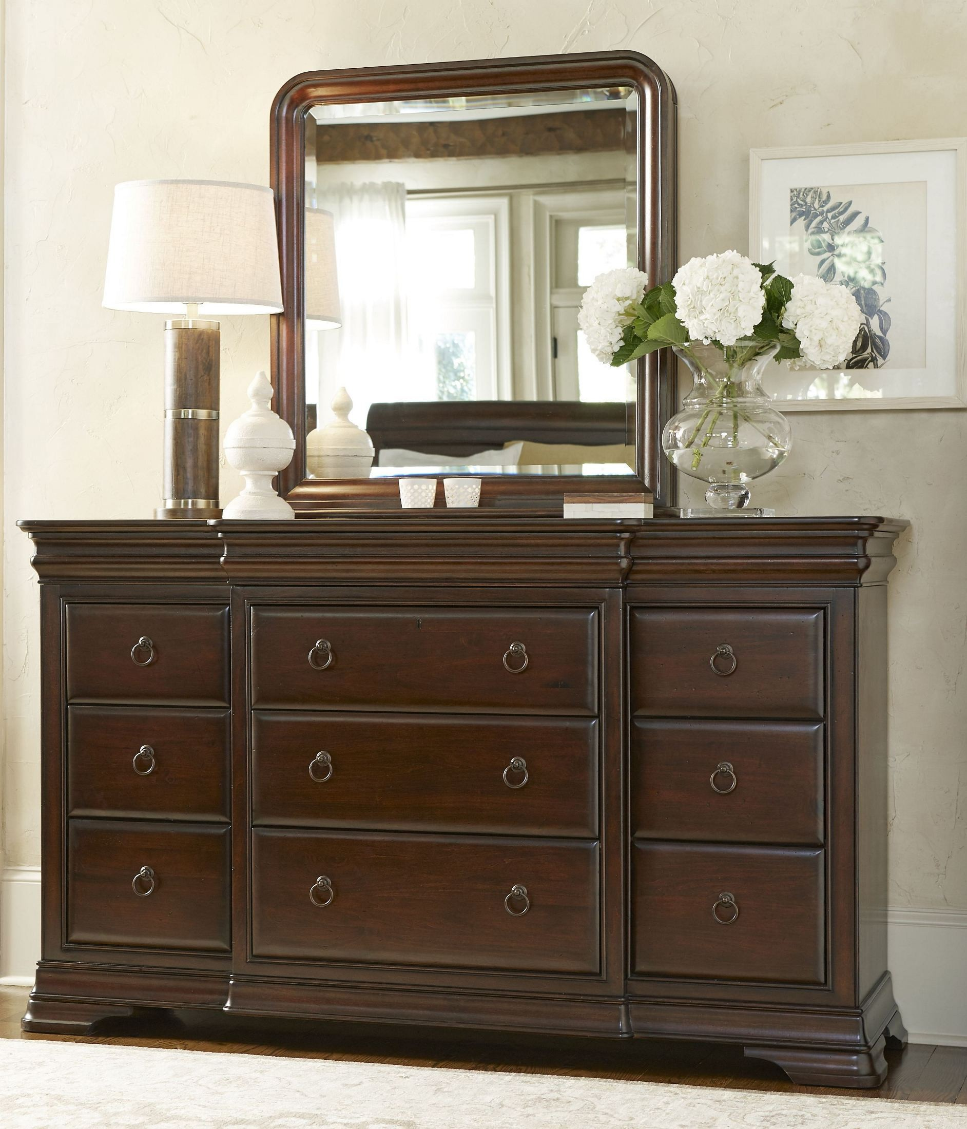 Reprise classical cherry sleigh bedroom set 58175b universal for Cherry bedroom furniture