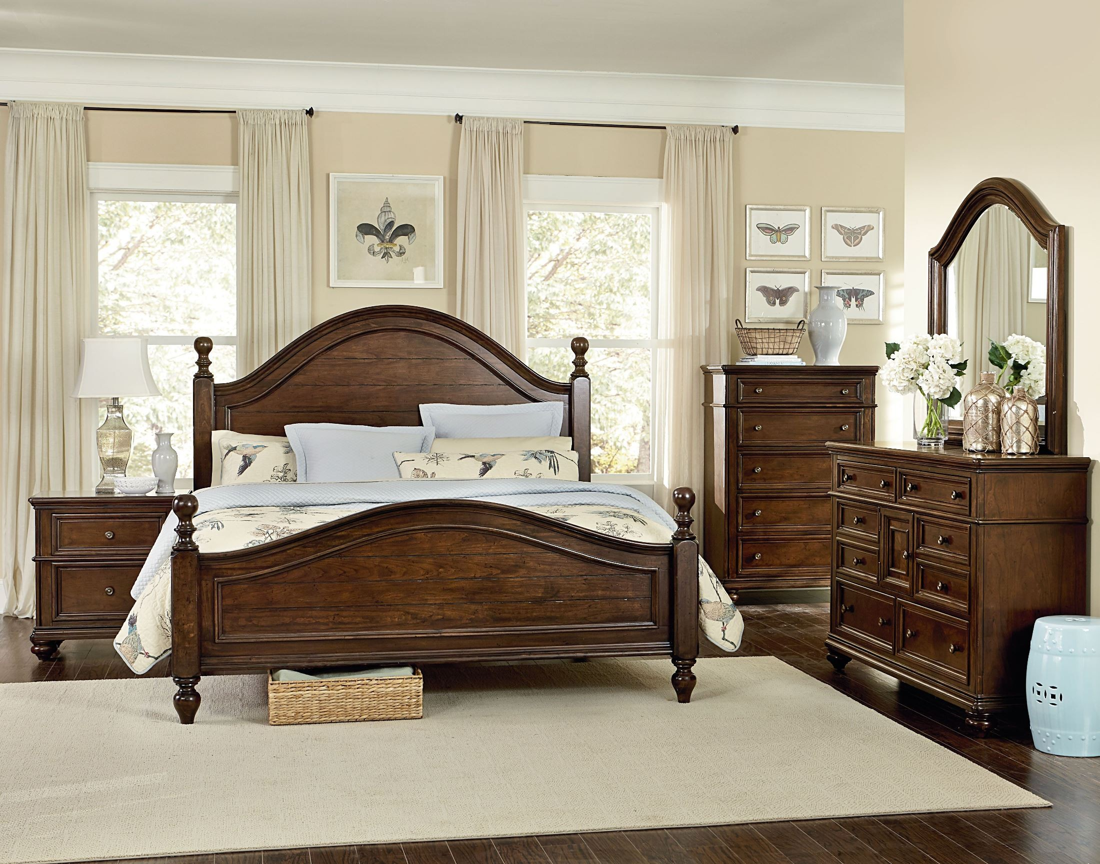Heritage Whiskey Brown Poster Bedroom Set Standard Furniture