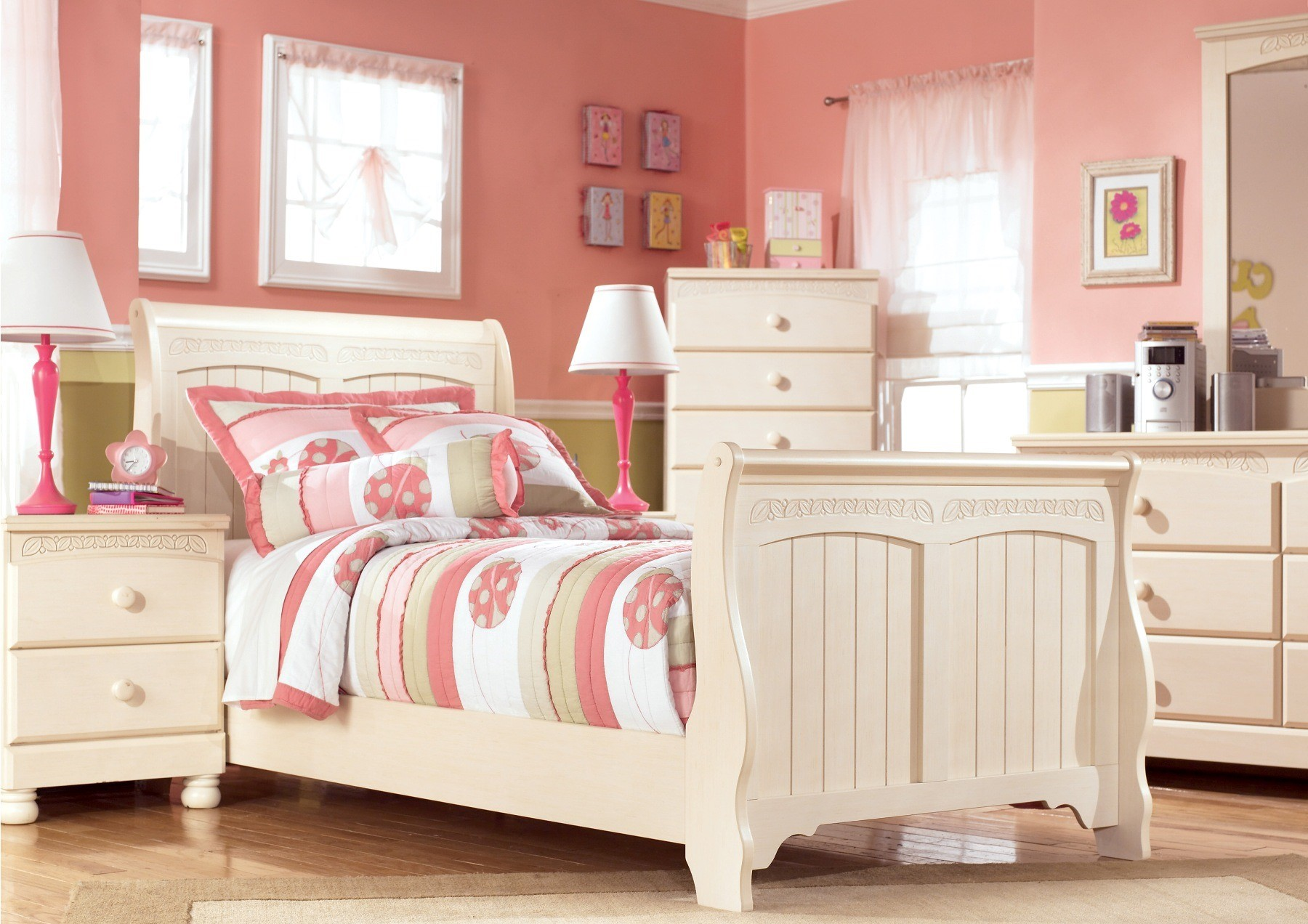 cottage retreat youth sleigh bedroom set from ashley b213 62 63 82