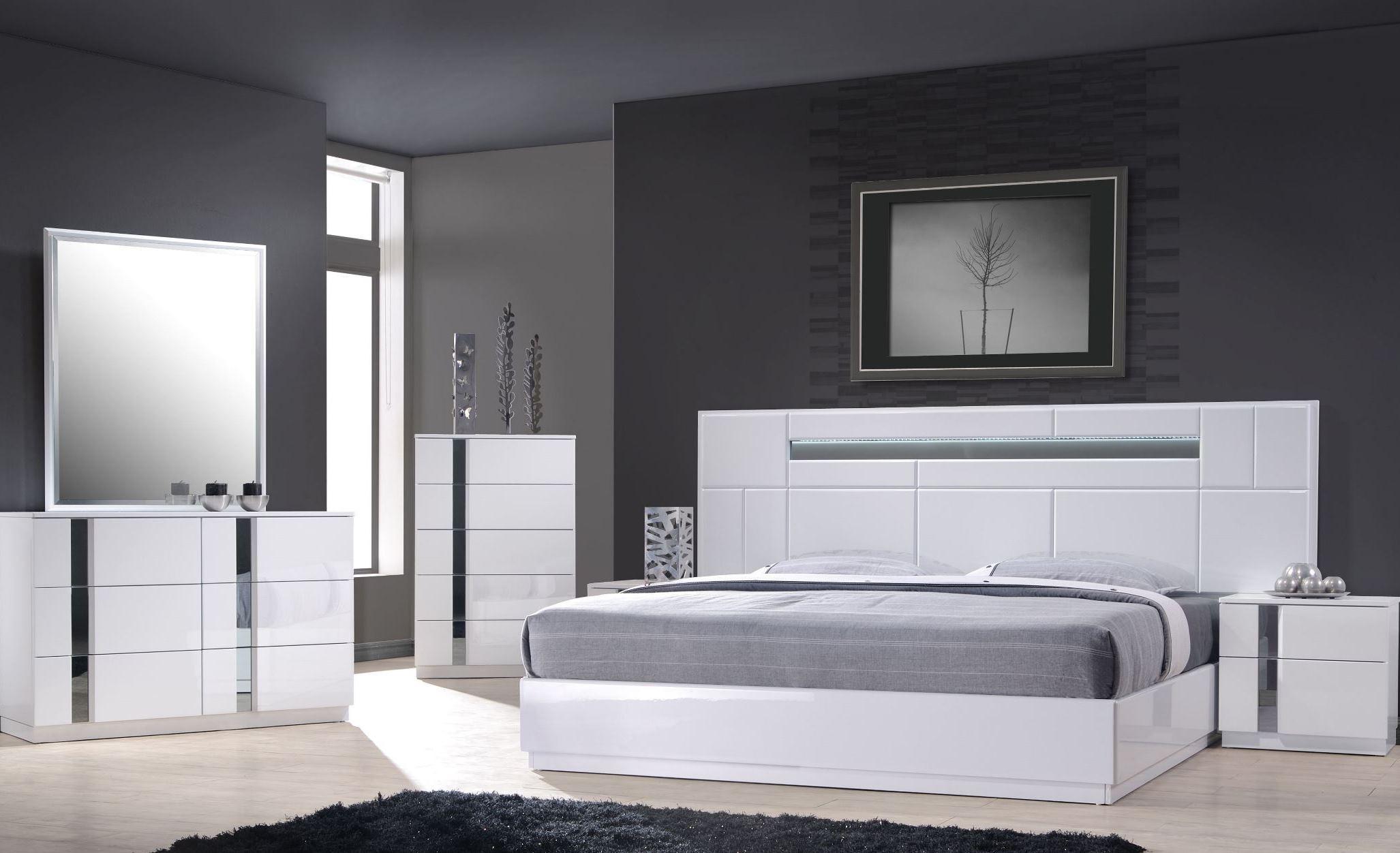 lacquer platform bedroom set from j m 17853 q coleman furniture