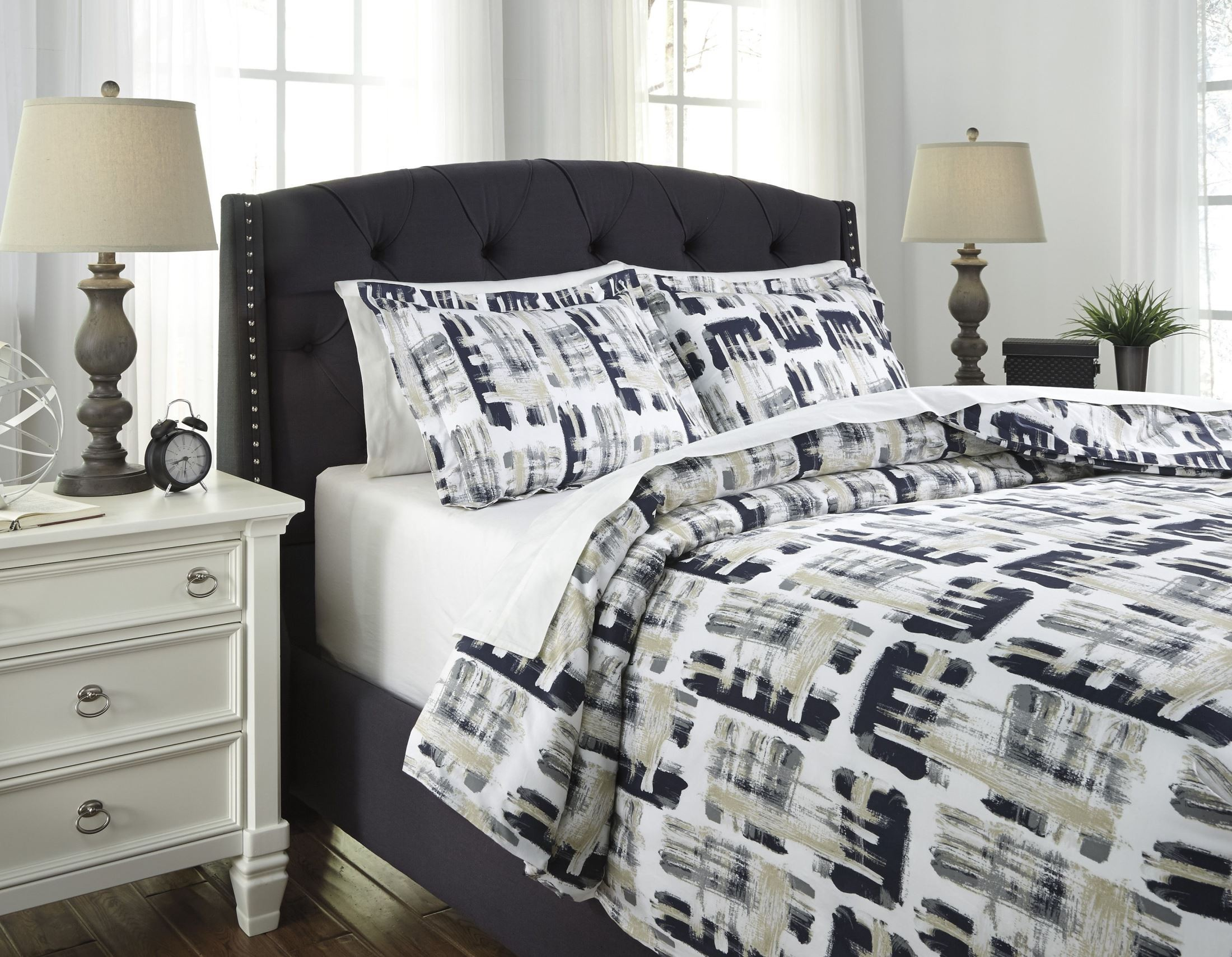 dannell dark navy and gray queen duvet cover set q290003q ashley. Black Bedroom Furniture Sets. Home Design Ideas