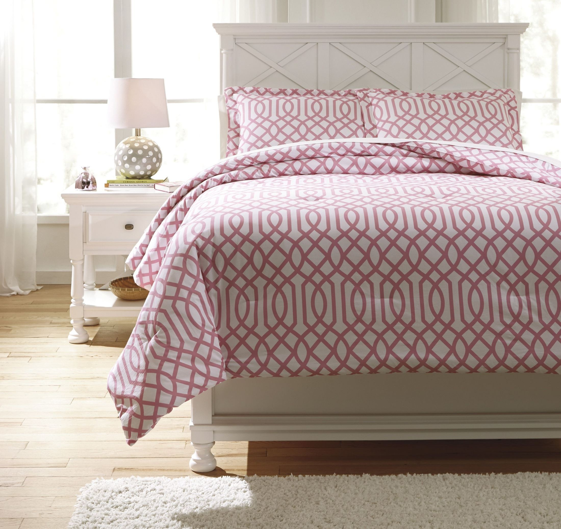 loomis pink twin comforter set from ashley q758011t coleman furniture. Black Bedroom Furniture Sets. Home Design Ideas