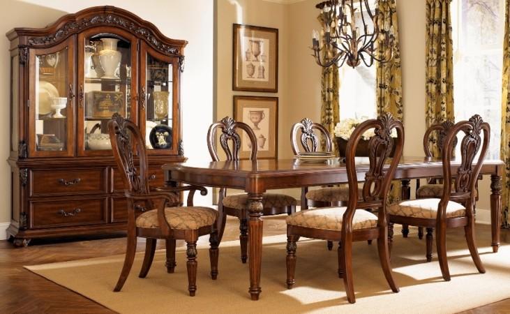 Messina Estates Rectangular Extendable Dining Room Set