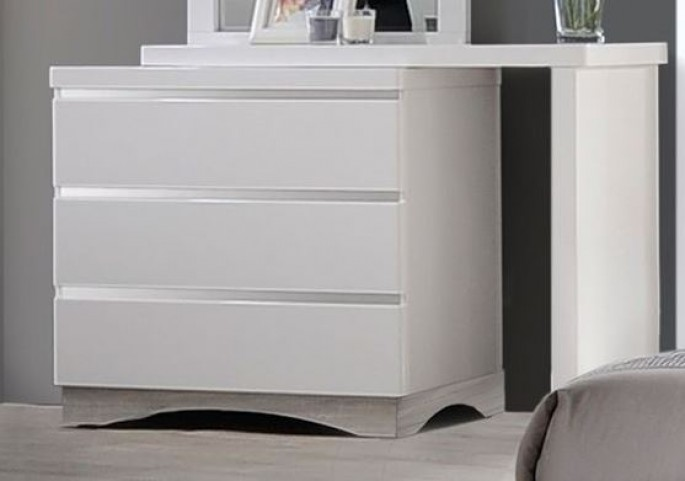 Alessandro Glossy White Dresser. Alessandro Glossy White Dresser from Coaster   Coleman Furniture
