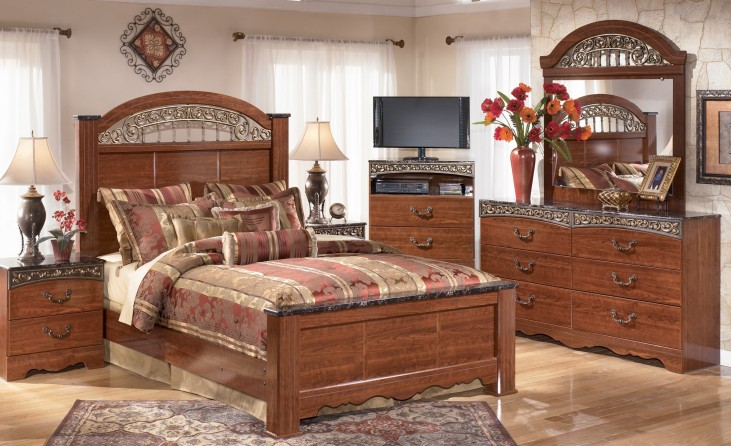 Fairbrooks Estate Poster Bedroom Set