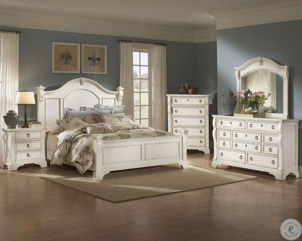Heirloom White Poster Bedroom Set