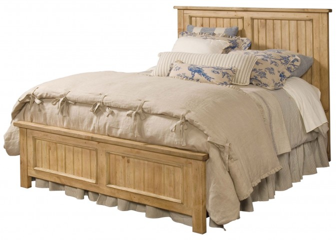 Homecoming Vintage Pine Queen Panel Bed