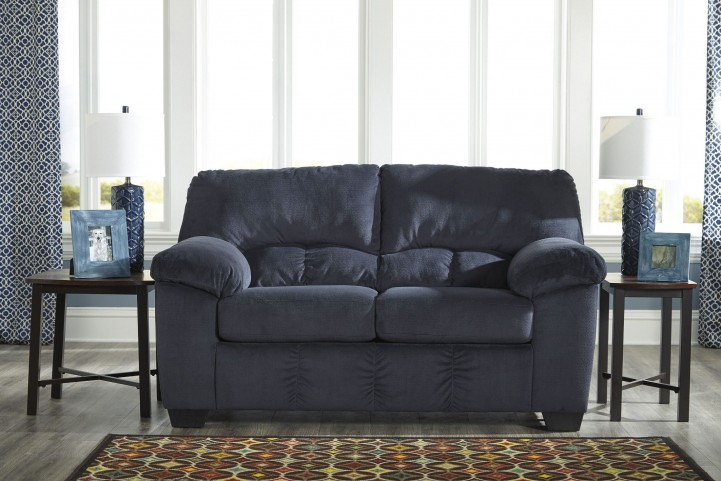 Dailey Midnight Loveseat