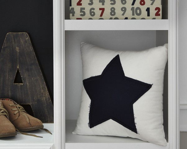 Gilead White and Navy Pillow Set of 4