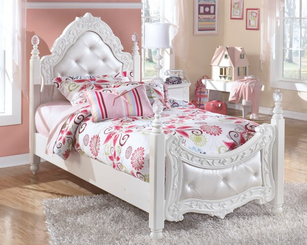 Exquisite Twin Poster Bed With Trundle