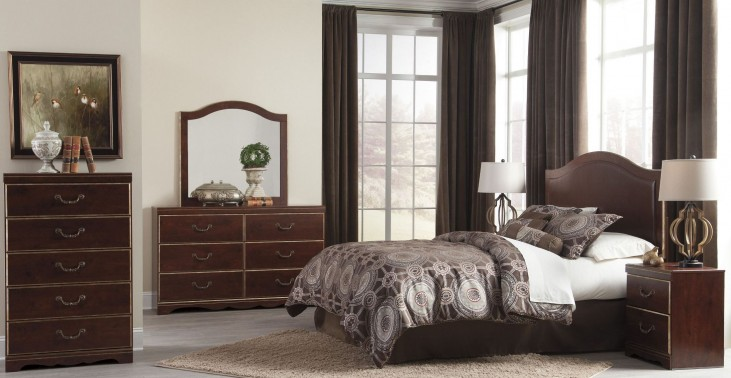 Chanlyn Reddish Brown Panel Bedroom Set