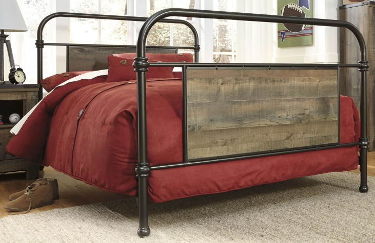 Trinell Brown Metal Full Panel Bed