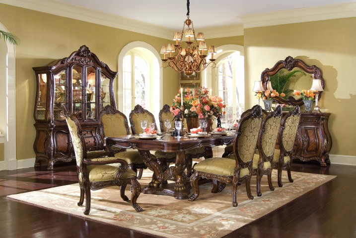 Chateau Beauvais Extendable Dining Room Set