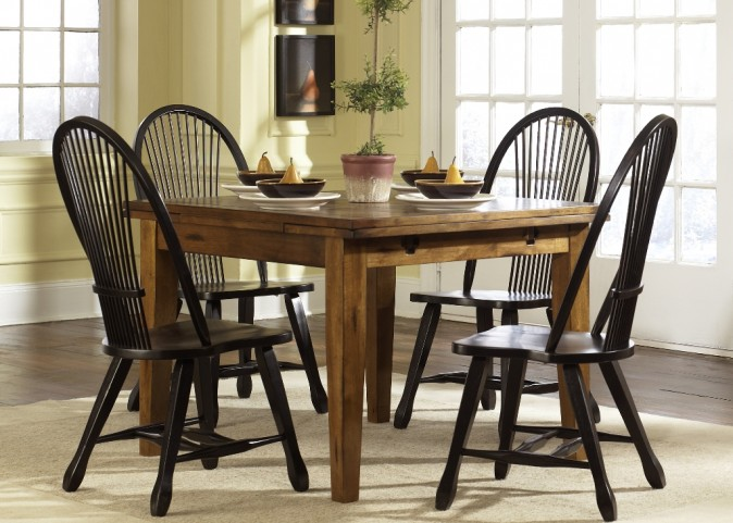 Treasures Oak Retractable Dining Room Set