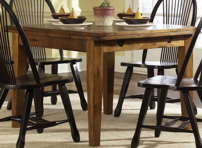 Treasures Oak Retractable Leg Table