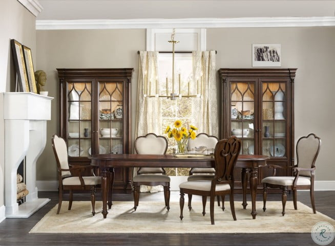 Leesburg Brown Extendable Dining Room Set