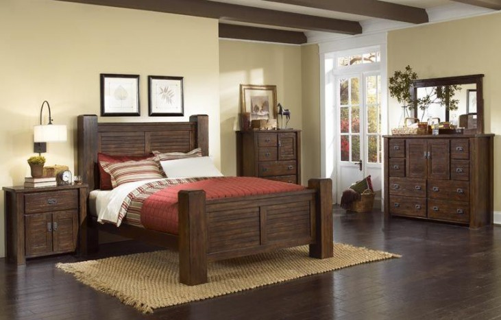 Trestlewood Mesquite Pine Poster Bedroom Set