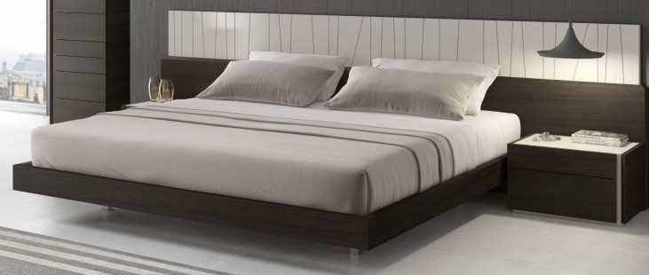 Porto Natural Light Grey Lacquer Queen Platform Bed