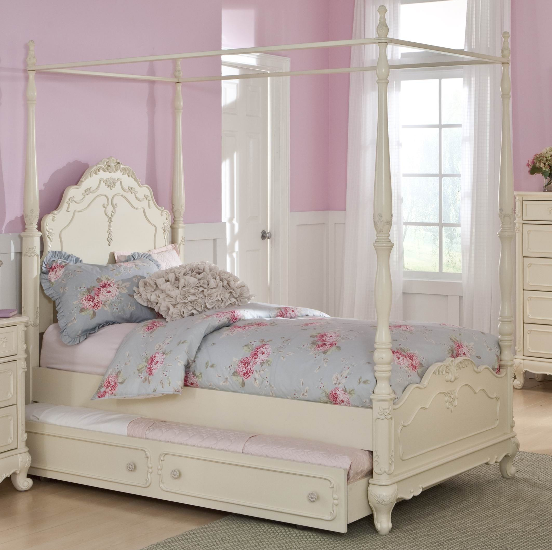 Cinderella Full Canopy Poster Bed From Homelegance