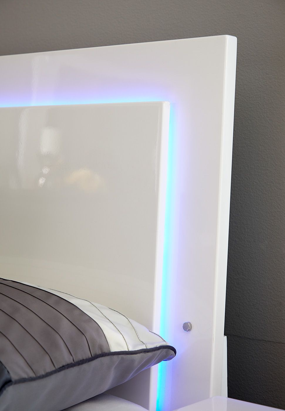 Felicity White King Platform Bed From Coaster 203500ke Coleman Furniture