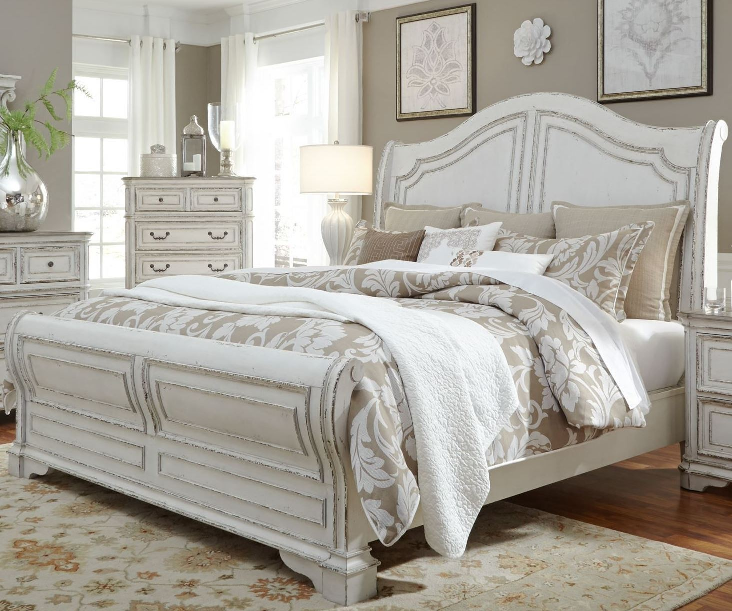 Magnolia Manor Antique White Queen Sleigh Bed From Liberty