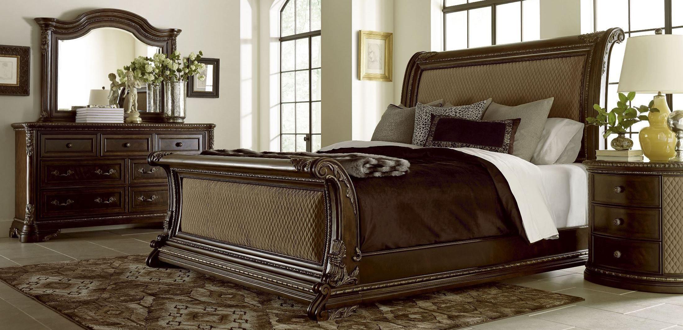 Gables upholstered sleigh bedroom set from art 245145 1707 coleman furniture for Upholstered sleigh bedroom set