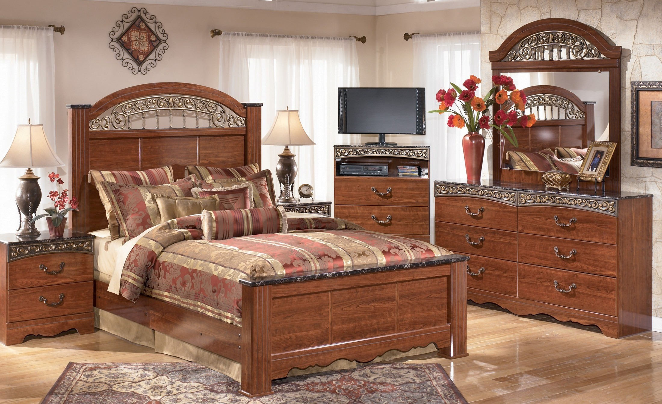Fairbrooks Estate Poster Bedroom Set from Ashley (B105-67-64-98 ...