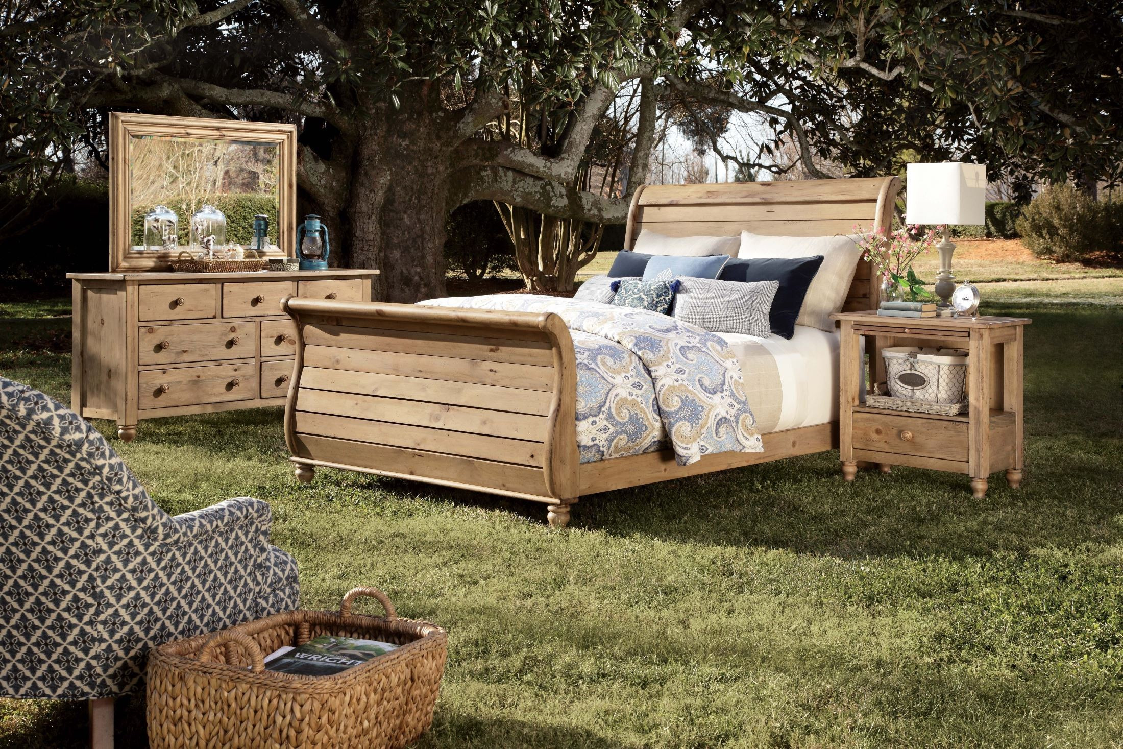 Kincaid Bedroom Set Homecoming Vintage Pine Queen Sleigh Bed From Kincaid 33