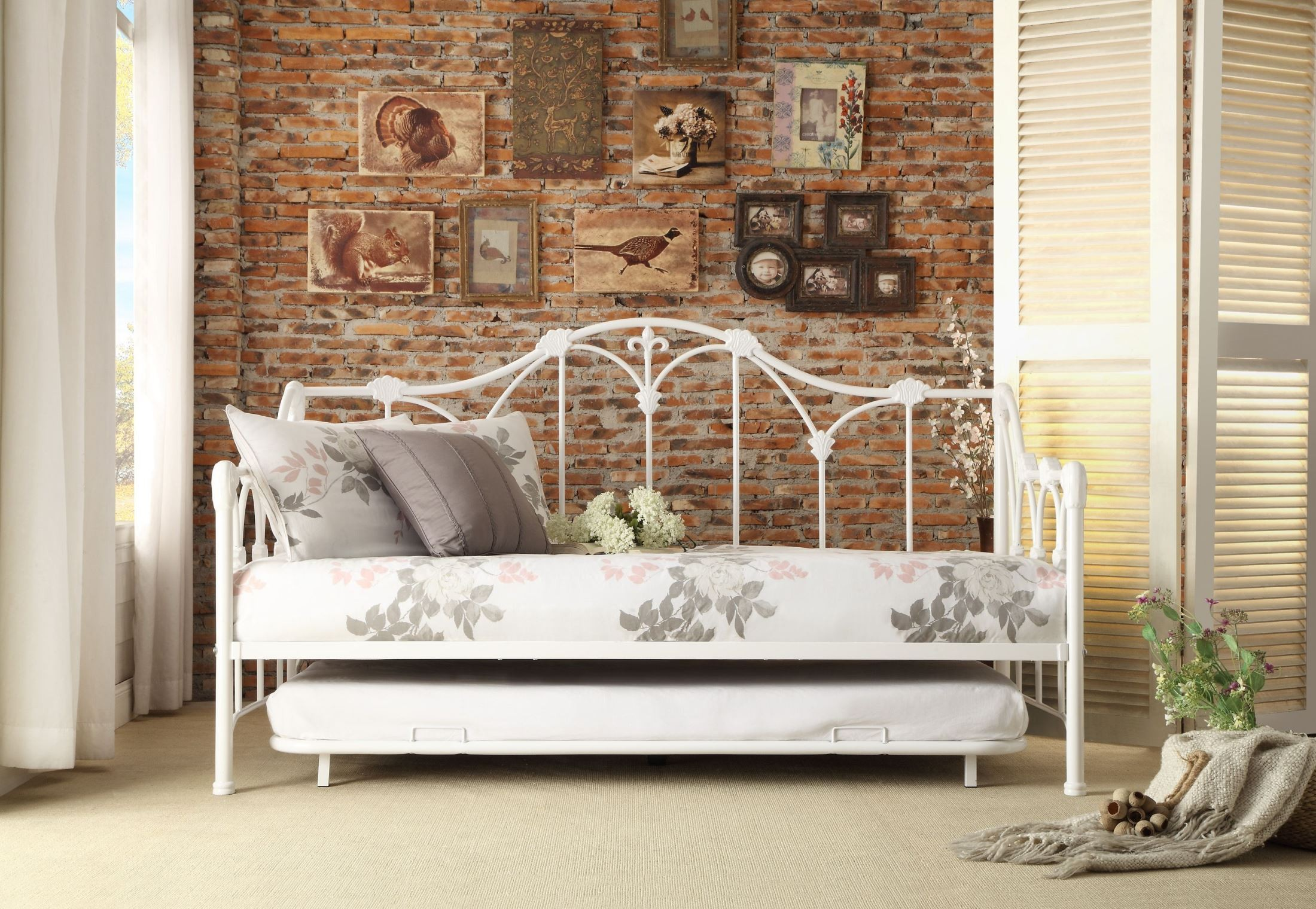 Ruby White Metal Daybed With Trundle From Homelegance