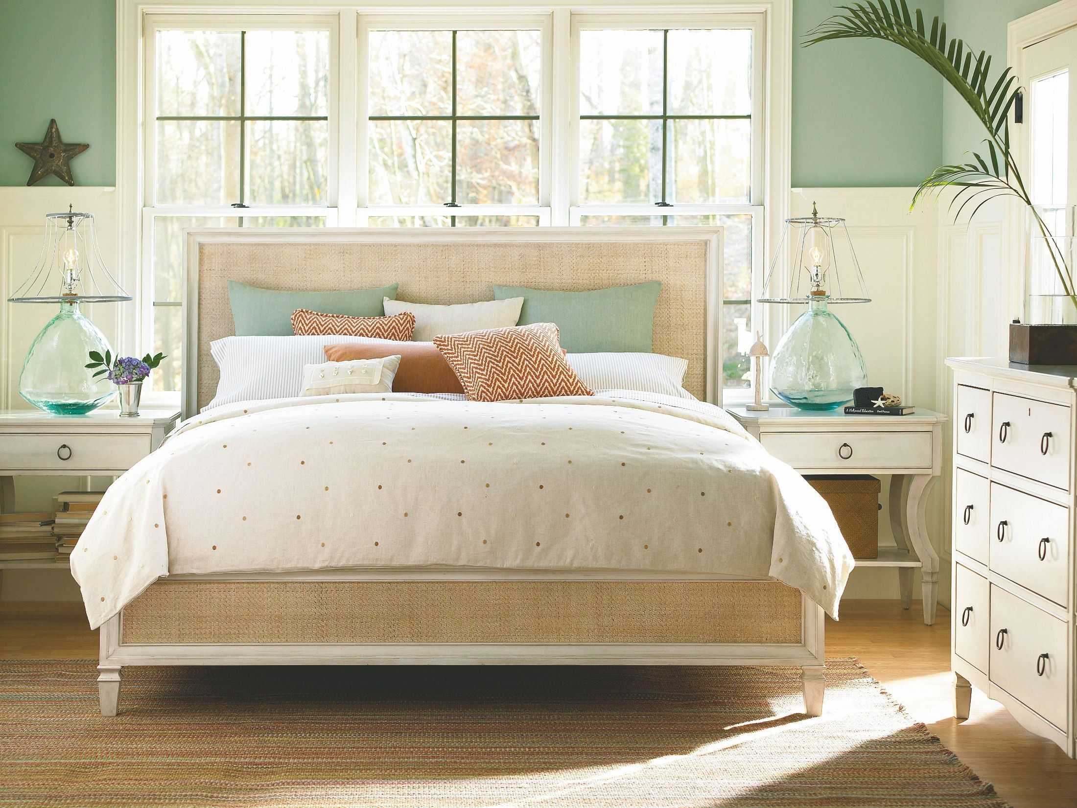 Summer Hill White Woven Queen Accent Bed From Universal