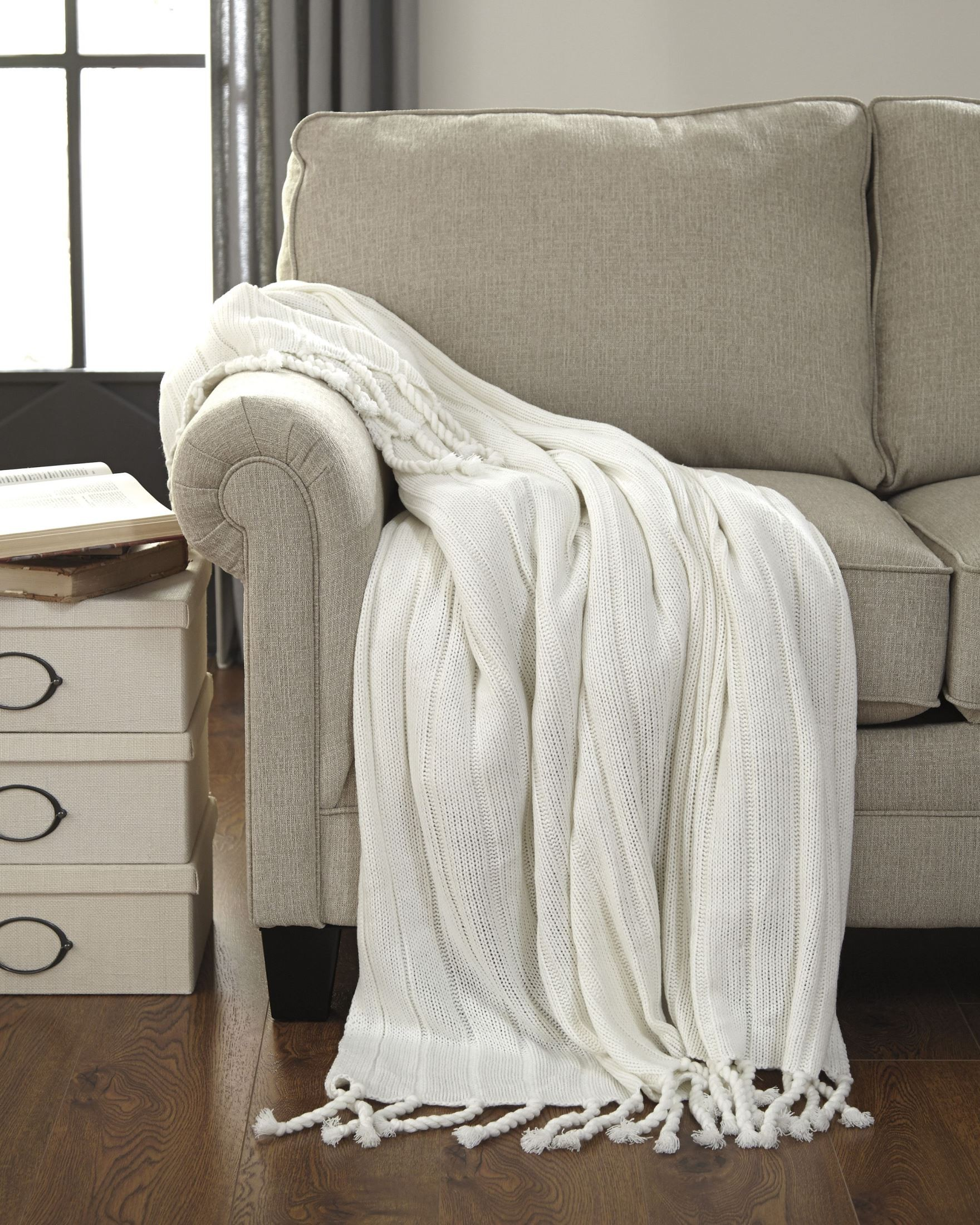 Clarence Off White Throw Set Of 3 From Ashley (A1000611