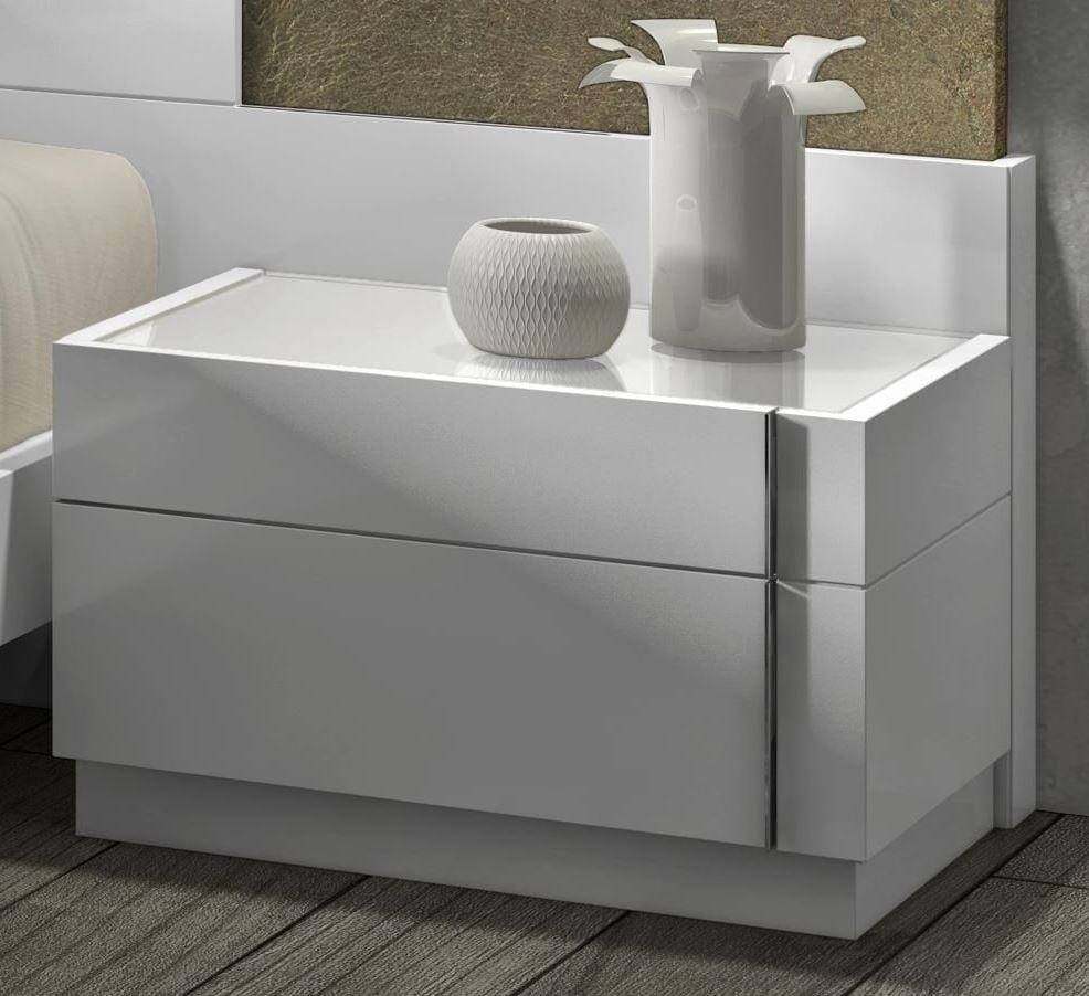 Lacquer Bedroom Furniture: Amora Natural White Lacquer Platform Bedroom Set From J&M