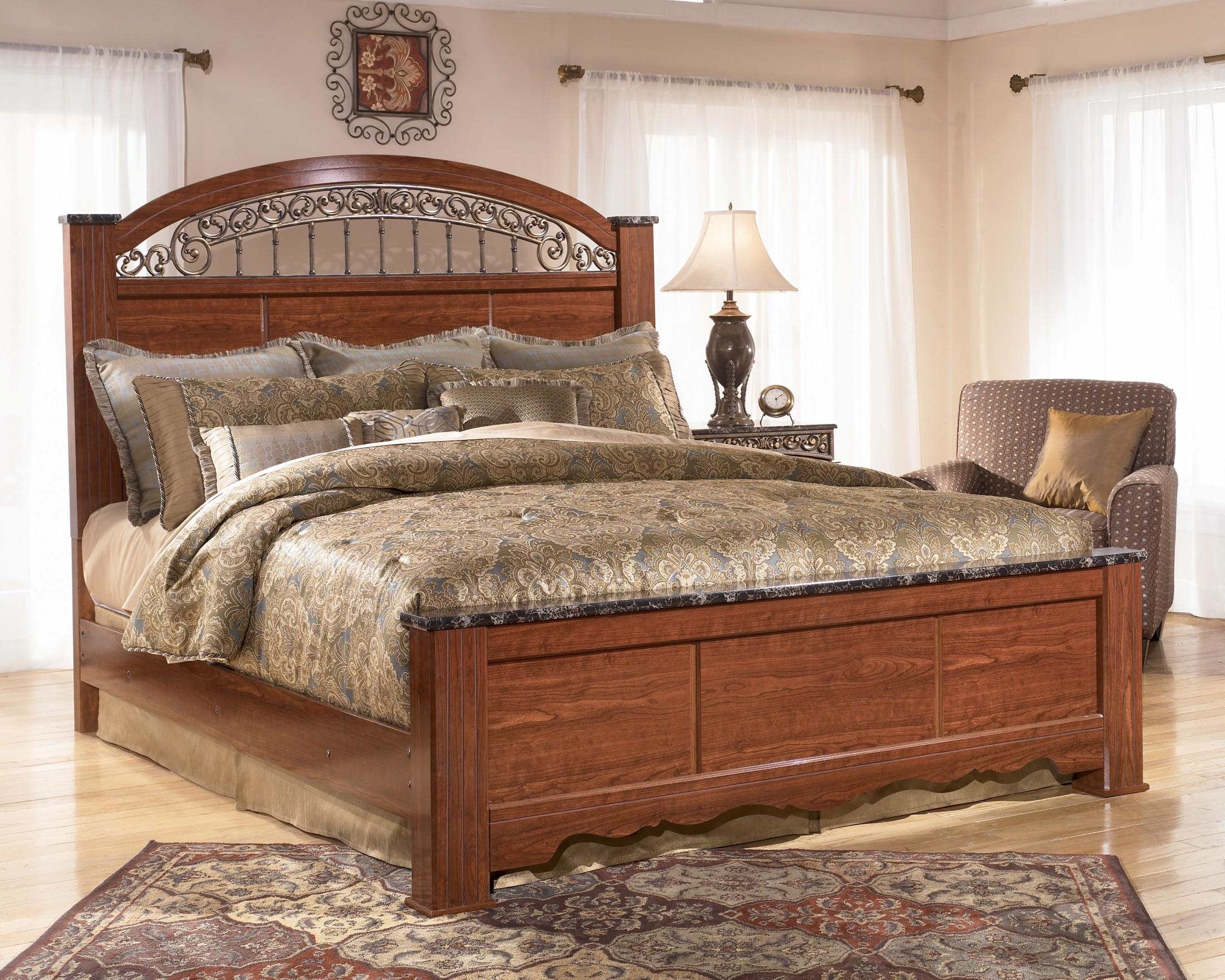 Fairbrooks Estate Queen Poster Bed