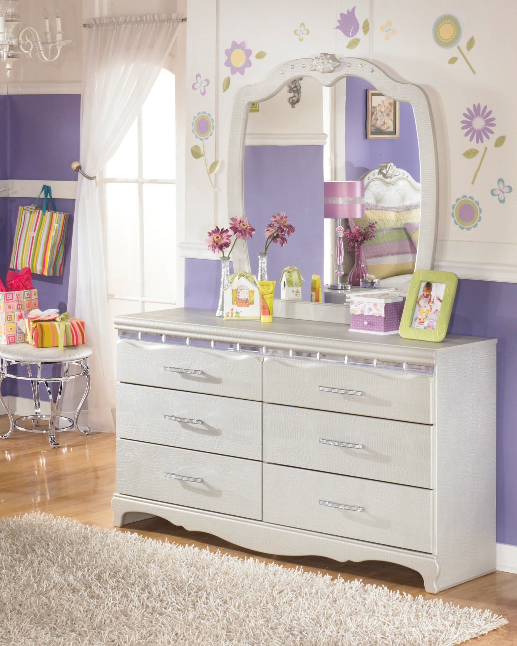 dresser girls Find unique dressers in a variety of different designs: wood, metal, 3-drawer, 4-drawer, 5-drawer, and other dresser sizes & styles for the bedroom.