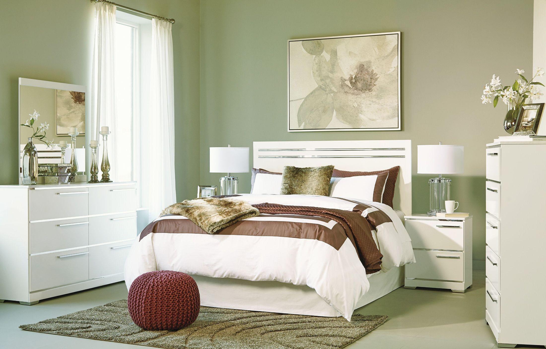 Brillaney White Panel Bedroom Set
