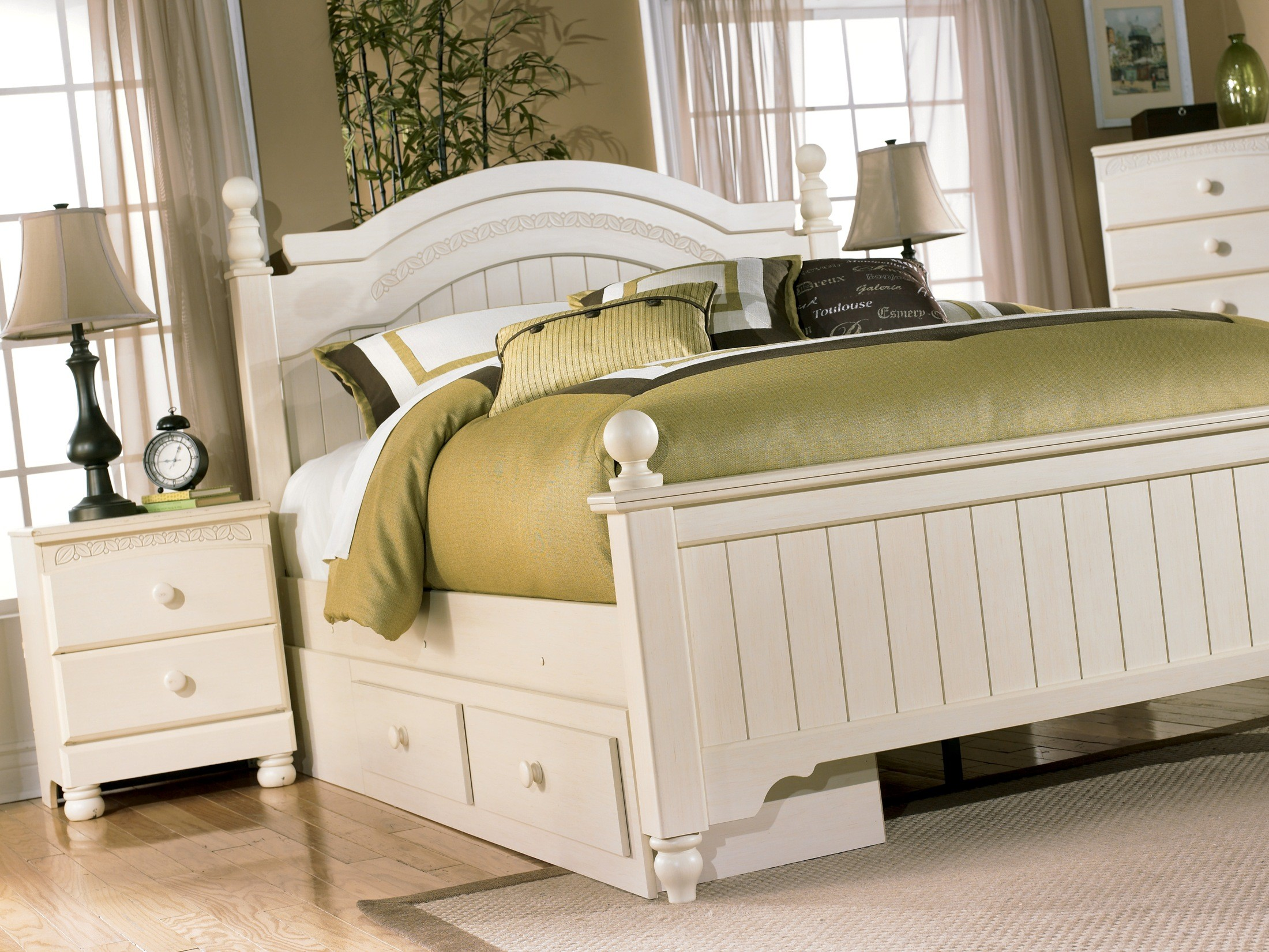 Cottage Retreat Queen Poster Storage Bed From Ashley B213