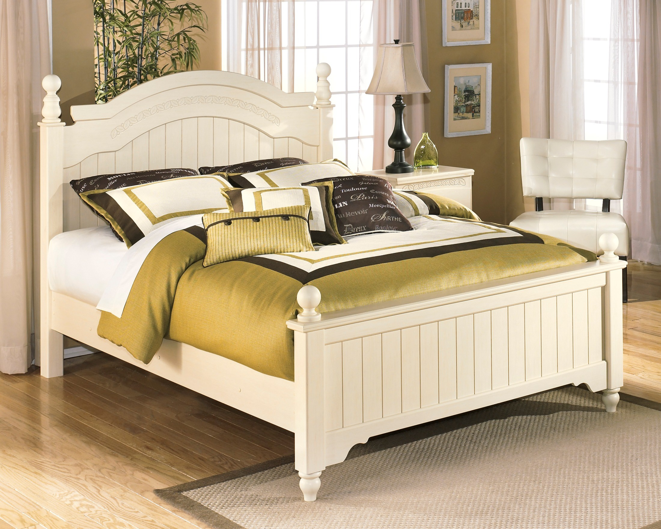 Cottage retreat queen poster bed from ashley b213 57n 54n for Cottage retreat ii