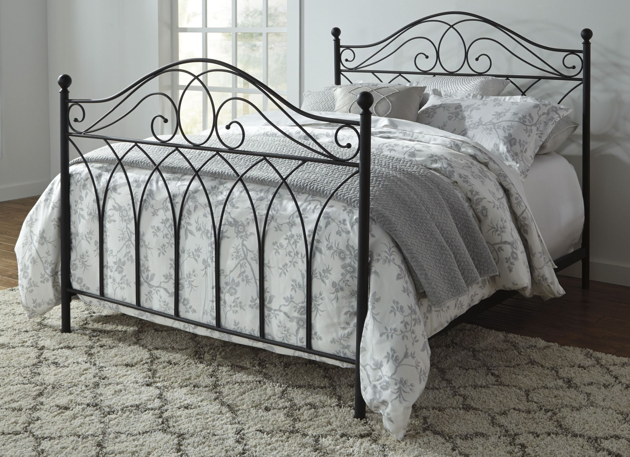 Queen Beds Metal: Nashburg Black Queen Poster Metal Bed, B280-481, Ashley