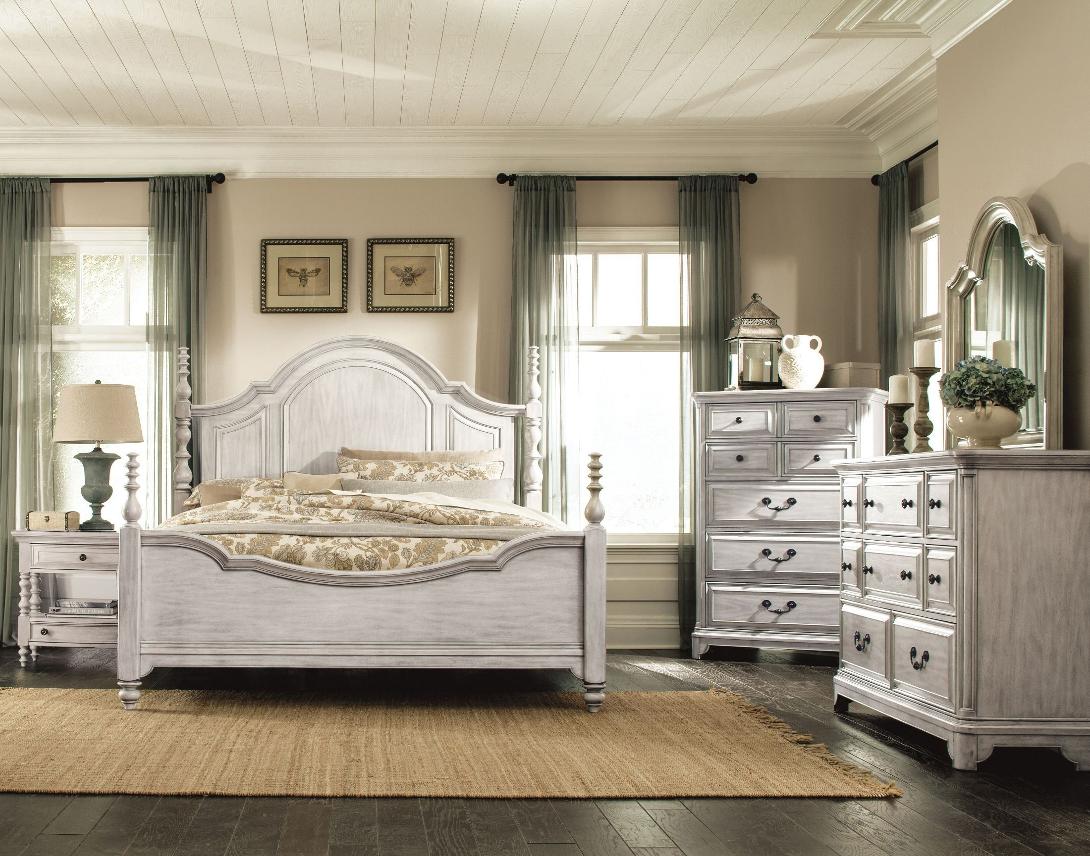 Windsor Lane Weathered White Poster Bedroom Set From