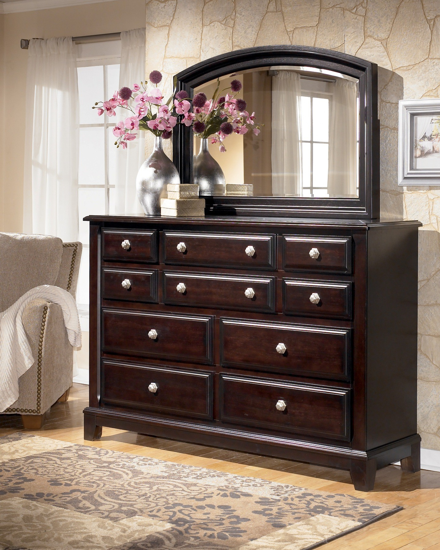 Ashley Furniture Bedroom Furniture: Ridgley Sleigh Bedroom Set From Ashley (B520)