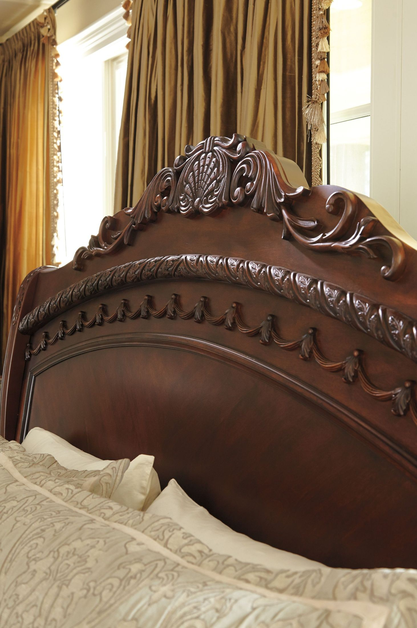 North Shore Cal King Sleigh Bed