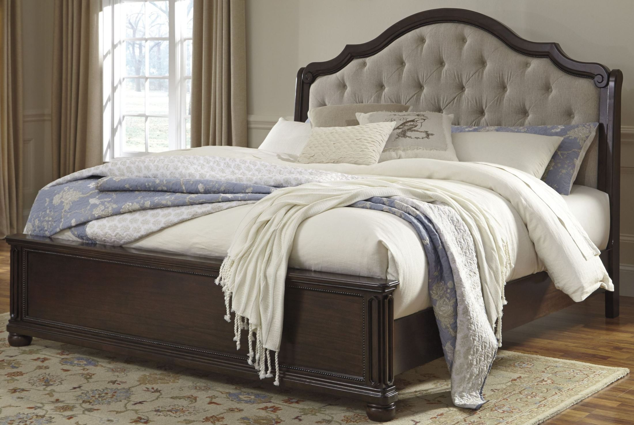 moluxy dark brown king upholstered sleigh bed b596 56 58 97 ashley. Black Bedroom Furniture Sets. Home Design Ideas