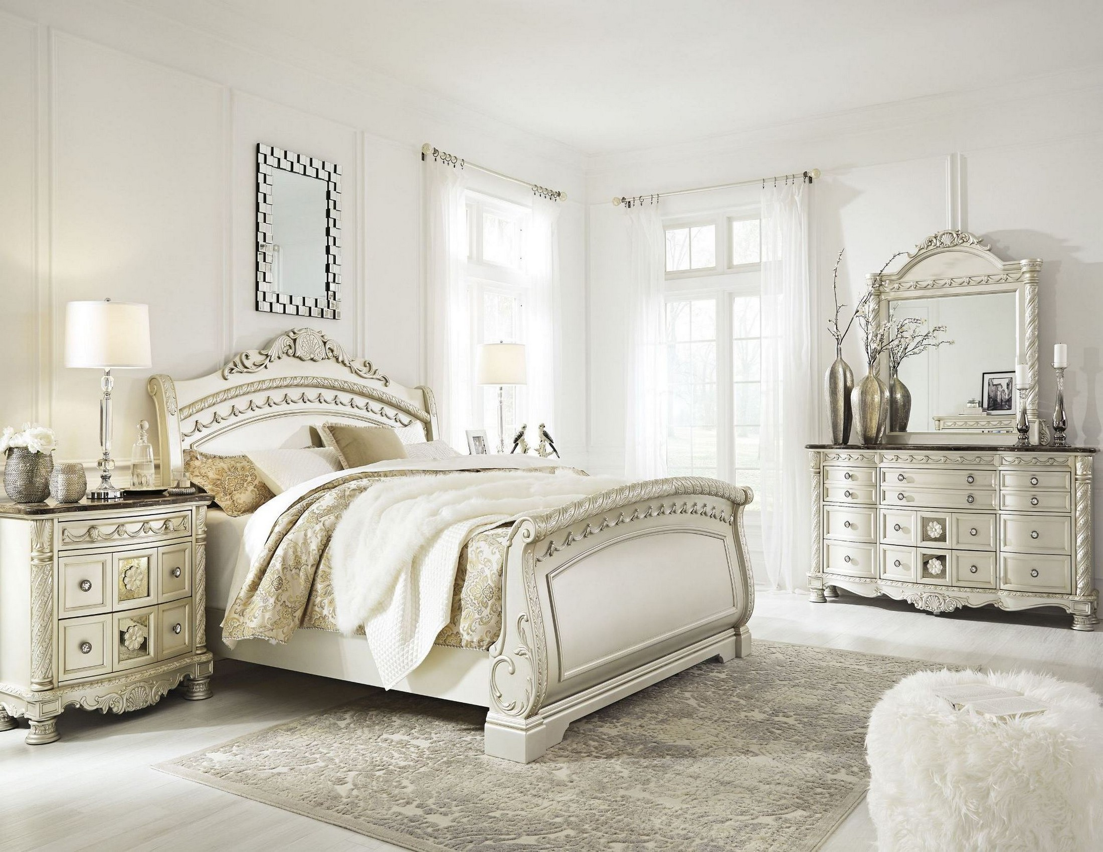Cassimore North Shore Pearl Silver Sleigh Bedroom Set From
