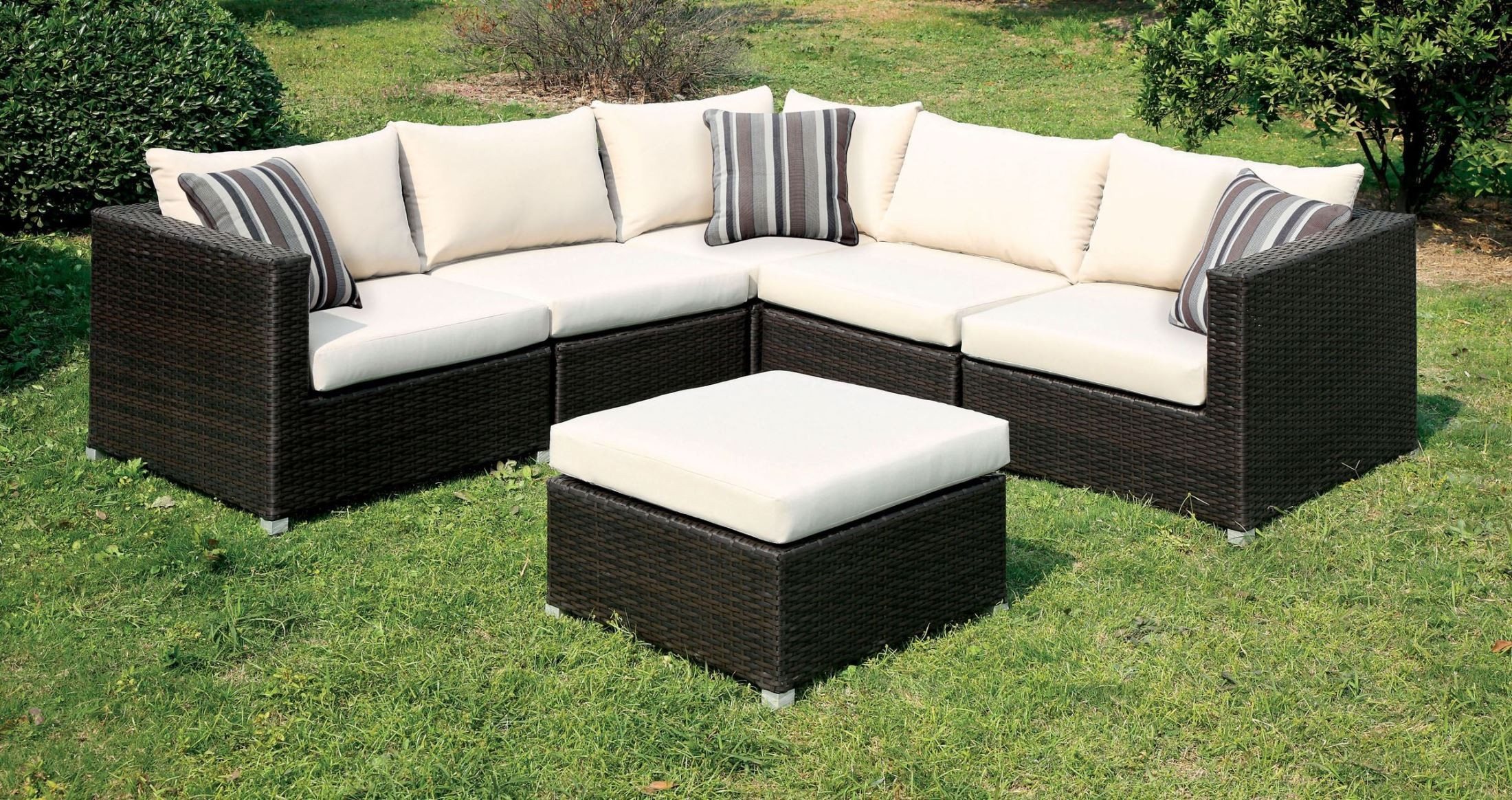 Abion ivory patio sectional from furniture of america for Sectional patio furniture