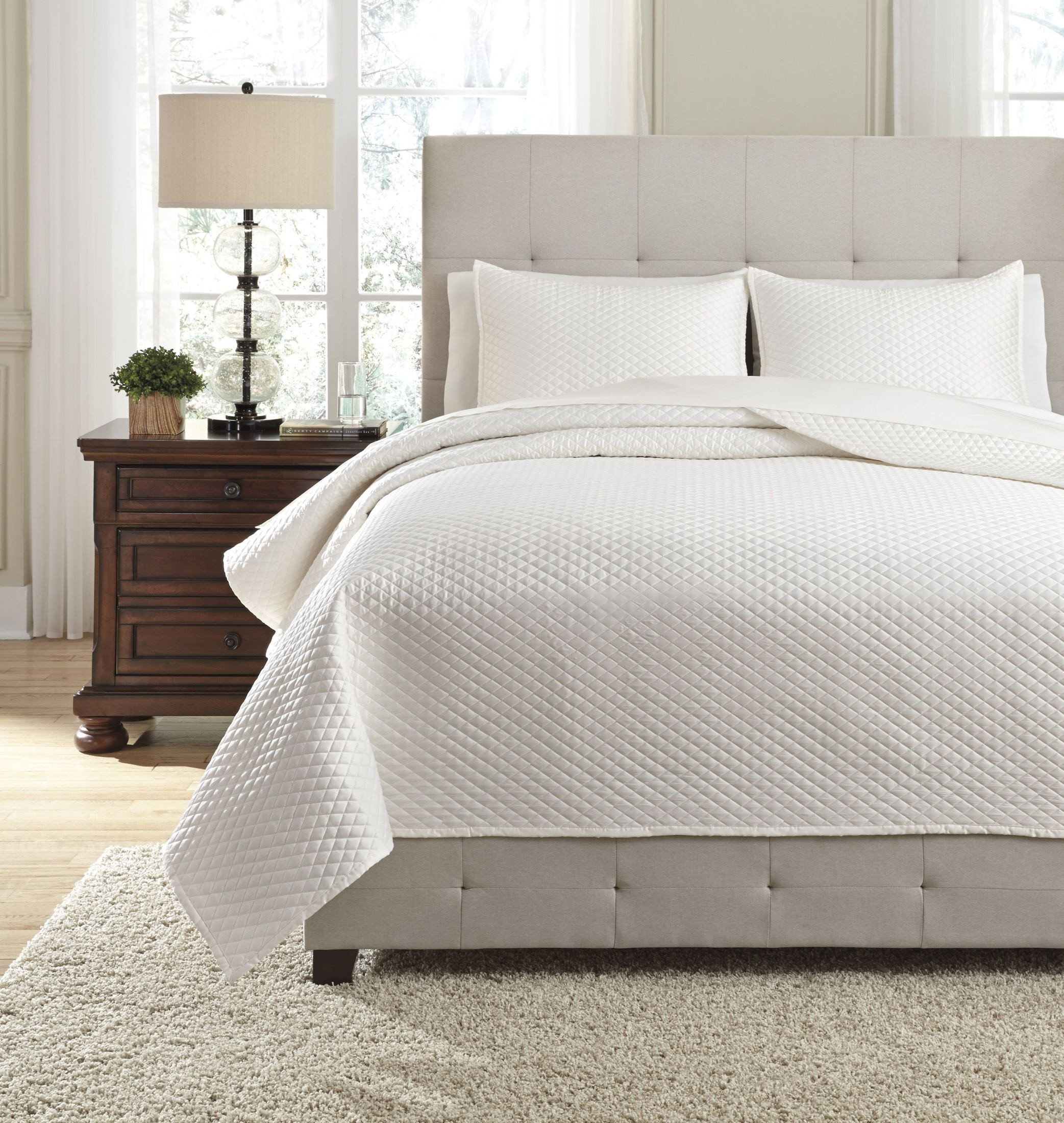 Dietrick ivory queen quilt set from ashley coleman furniture for Furniture 7 days to die