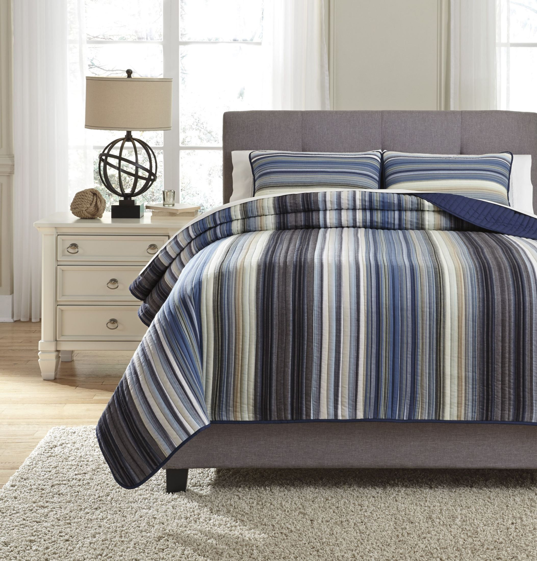 Navy blue king quilt 28 images moroccan bedding blue for Badezimmer 5000 euro